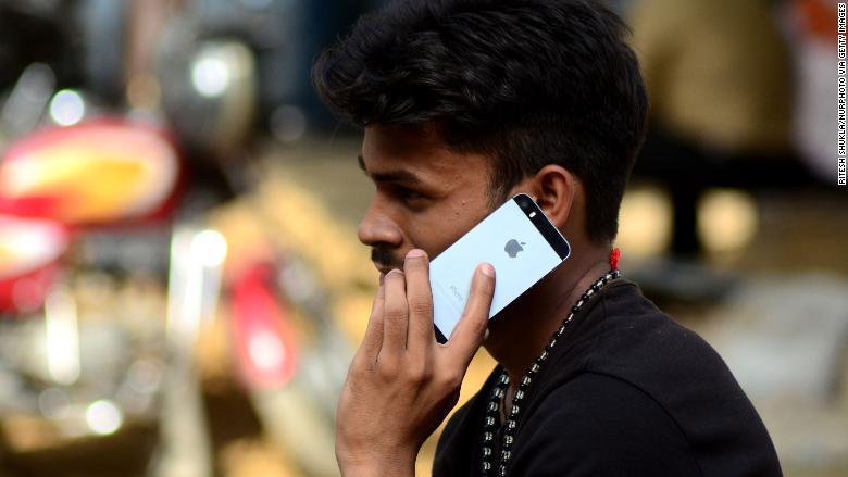 01 iphone india FILE