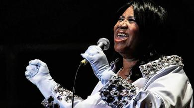 Aretha Franklin's funeral attended by Bill and Hillary Clinton, Ariana Grande, Faith Hill and more stars